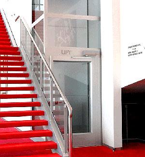 TRAVAIL ET HANDICAP - ACCESSIBILITÉ dans !! HANDICAP et TRAVAIL !! cibes-escalier-rouge-2